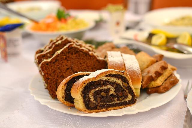 christmas-cakes-1107927_640